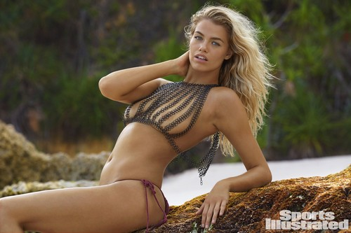 Hailey Clauson in topless e bikini : Sports Illustrated 2017