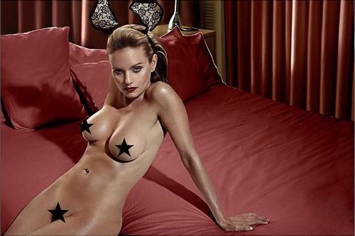 Justine Mattera completamente nuda in un photoshoot