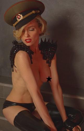 Justine Mattera in topless e lingerie da un servizio fotografico