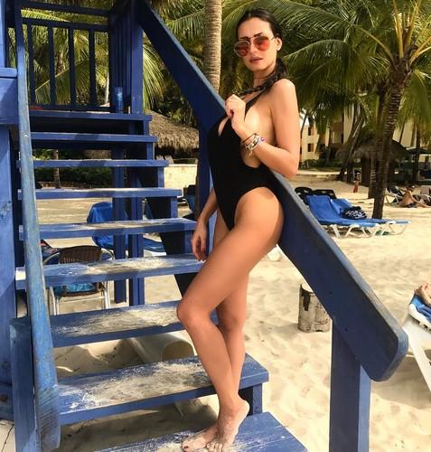 Maria Teresa Buccino in costume da bagno ai Caraibi - Gennaio 2017