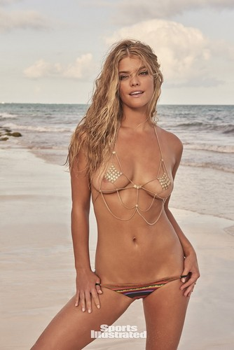 Nina Agdal in topless e bikini : Sports Illustrated 2017
