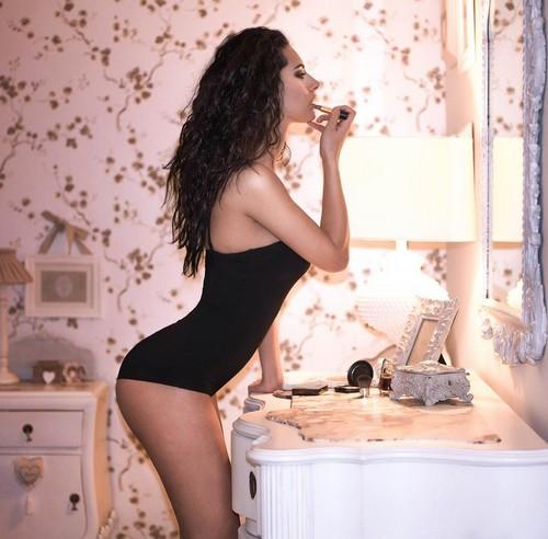 Raffaella Modugno: Nuove foto in lingerie