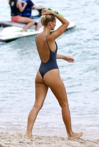 Selena Weber in bikini a Miami