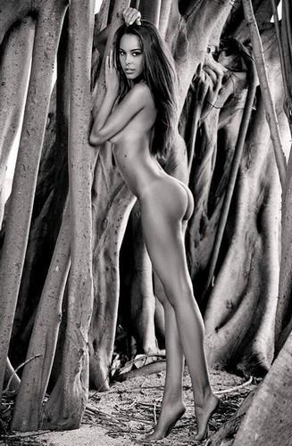 Susanna Canzian : Servizio fotografico completamente nuda