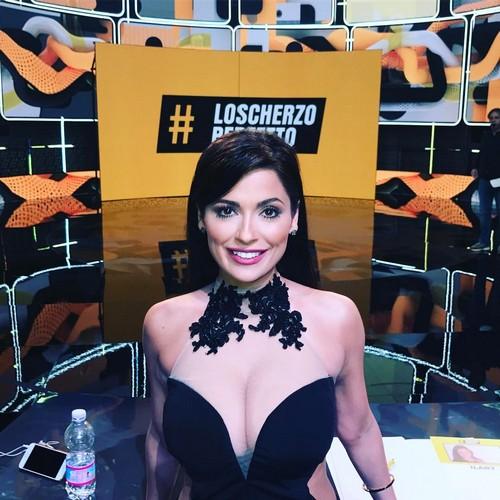 Alessia Macari : Seno Incontenibile a Lo Scherzo Perfetto