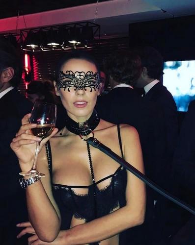 Alessia Reato : Sexy e Sadomaso ad un party a Parigi