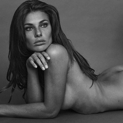 Dayane Mello completamente nuda in un servizio fotografico