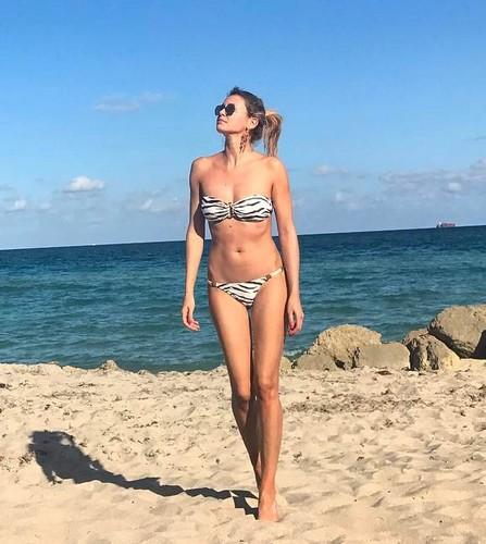 Elena Barolo : Fisico da Urlo in Bikini a Miami, 28 marzo 2017