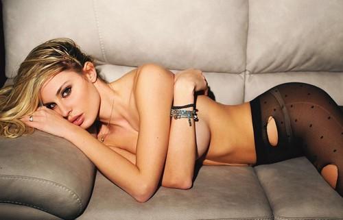 Francesca Brambilla in Topless e Lingerie