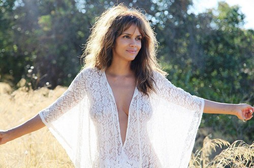 Halle Berry : Trasparenze in Topless da Instagram