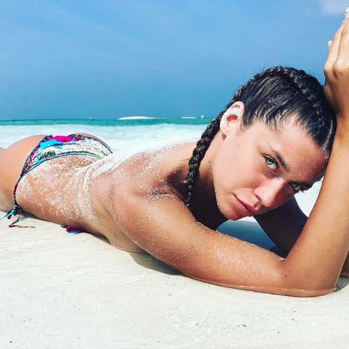 Ludovica Frasca in Topless e Bikini alle Maldive, 28 marzo 2017