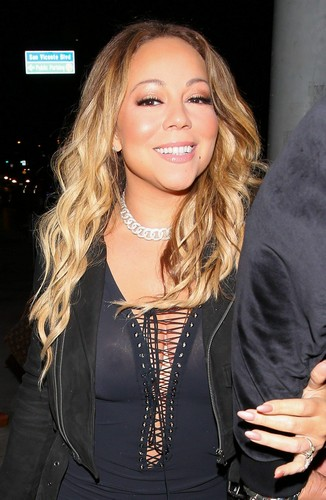 Mariah Carey : Trasparenze Senza Reggiseno a Hollywood, 23 marzo 2017