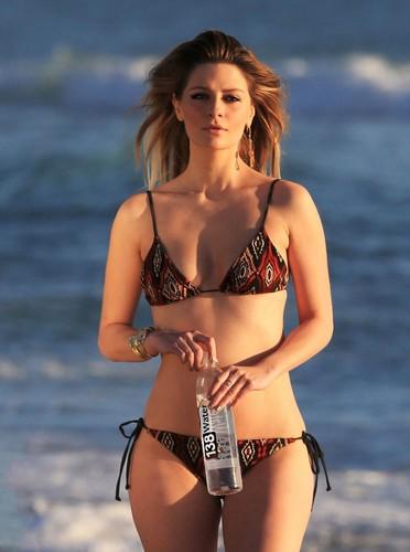 Mischa Barton in bikini per 138 Water