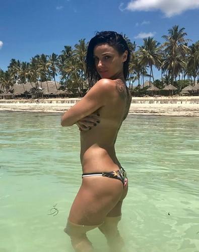 Monica Somma in Bikini e Topless a Zanzibar