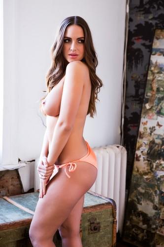Sabine Jemeljanova in Topless : Page 3, 24 marzo 2017