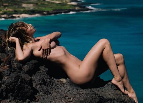 Sara Jean Underwood Completamente Nuda : Servizio Fotografico alle Hawaii