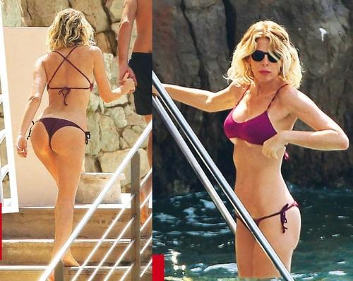 Alessia Marcuzzi in Bikini a Cap d'Antibes, Paparazzata da Gente -Aprile 2017