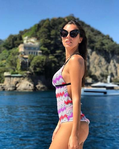 Alessia Reato : Spettacolare in Bikini in Liguria
