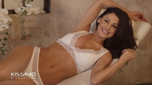 Anna Tatangelo in Lingerie : Pazzesca dal Backstage Kissimo