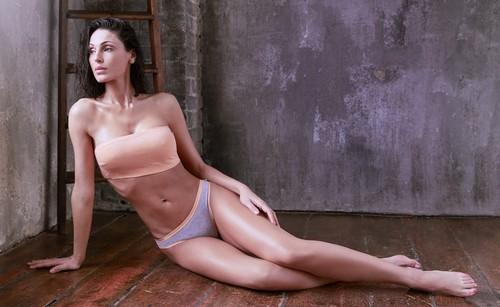 Anna Tatangelo in Lingerie per Kissimo Biancaluna 2017