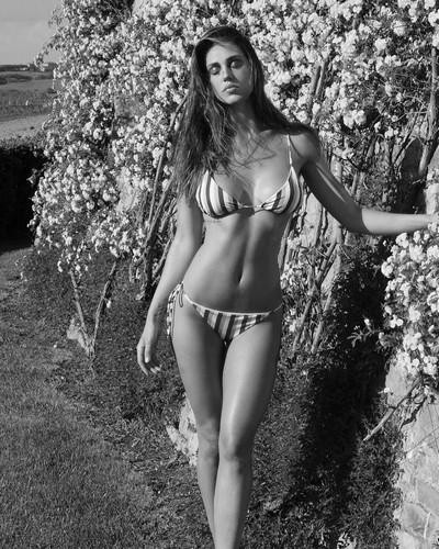 Cecilia Rodriguez in Bikini: Nuovi Scatti Bollenti