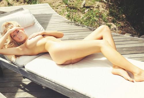 Charlotte McKinney Nuda e in Bikini su  Summum Magazine Aprile 2017