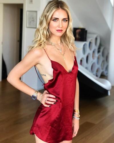 Chiara Ferragni Praticamente Nuda in Abito Rosso