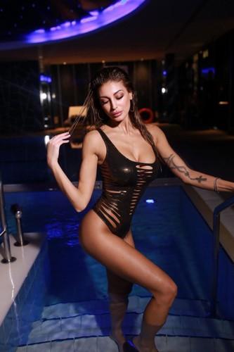 Cristina Buccino in Bikini per Sun Sisters Beachwear Estate 2017
