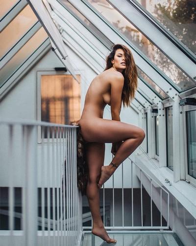 Dayane Mello : Nudo Integrale in un Servizio Fotografico
