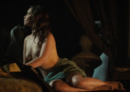 Emilia Clarke in Topless da Voice From the Stone - Caps