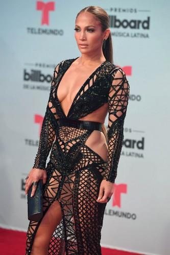 Jennifer Lopez : Trasparenze e Scollature ai Latin Billboard Awards 2017