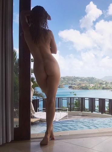 Joanna Krupa : Lato B da Favola Completamente Nuda in Jamaica