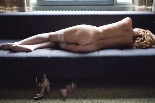 Justine Mattera Completamente Nuda: Lato B da Urlo in un Servizio Fotografico