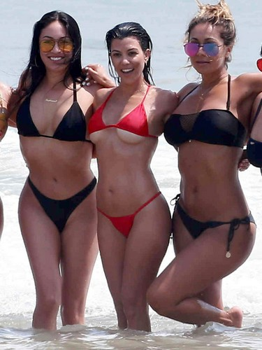 Kourtney Kardashian in Sexy Bikini : Paparazzata a Tulum - 24 aprile 2017