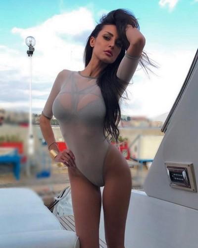 Maria Teresa Buccino : Una Bomba in Bikini dal Backstage