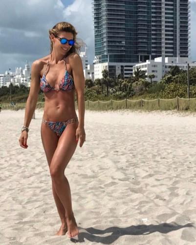 Martina Colombari : Fisico da Urlo in Bikini a Miami