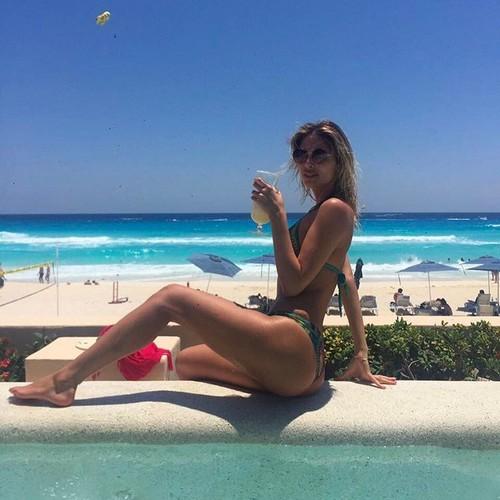 Melissa Castagnoli : Lato B Esplosivo in Bikini- 23 aprile 2017