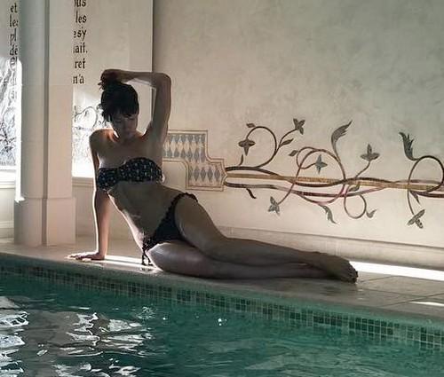 Michela Coppa in Bikini alle Terme a Saint Tropez