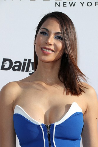 Moran Atias : Che Scollatura ai Fashion Awards a Los Angeles!