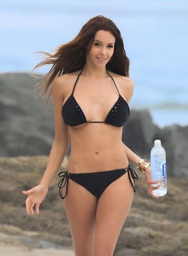 Nabilla Benattia in Bikini per 138 Water : Photoshoot a Miami - 27 aprile 2017