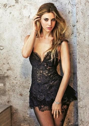 Nicoletta Romanoff : Sexy Servizio Fotografico su Grazia - Aprile 2017