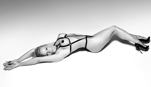 Pamela Anderson Hot ! Bondage Photoshoot per Coco de Mer Lingerie