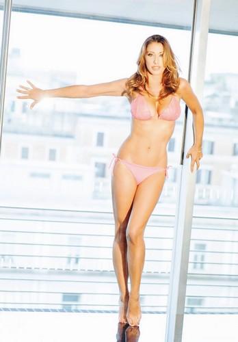 Sabrina Salerno in Bikini in un Servizio Fotografico - 26 aprile 2017