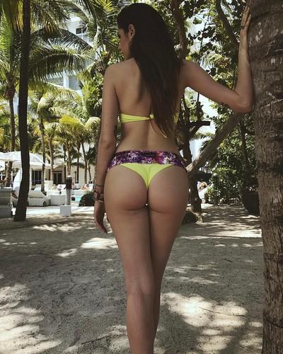 Valentina Vignali : Che Lato B in Bikini a Miami