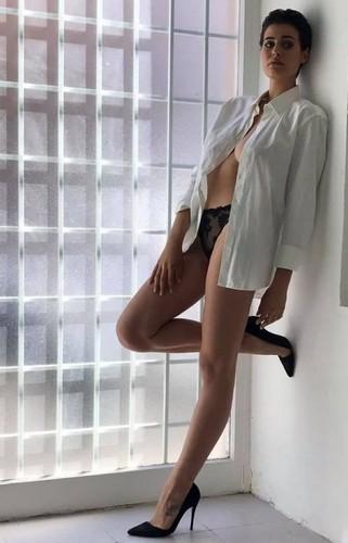 Alice Sabatini in Lingerie in un Servizio Fotografico