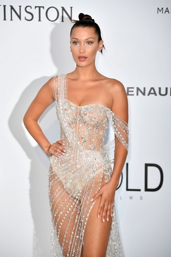 Bella Hadid : Nude Look all' amfAR a Cannes - 25 maggio 2017