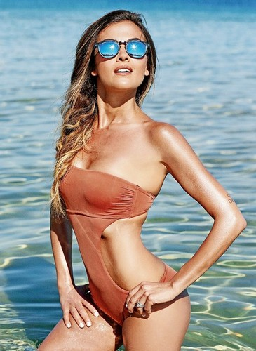 Giorgia Palmas in Bikini su Sportweek - 6 Maggio 2017