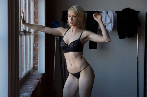 Iliza Shlesinger in Lingerie : Unknown Photoshoot