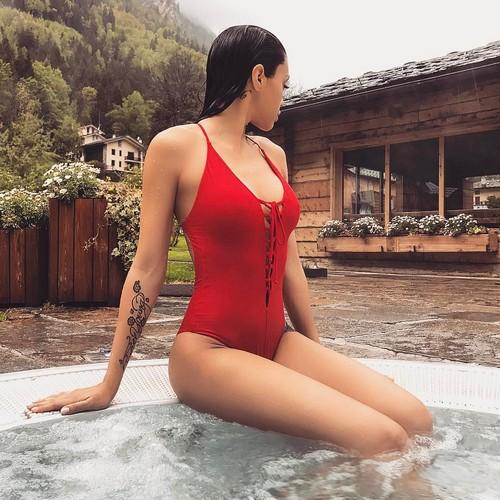 Irene Berzero : Strepitosa in Swimsuit Rosso dalla Spa - 12 maggio 2017