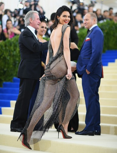 Kendall Jenner : Trasparenze al 2017 MET Costume Institute Gala - 01 maggio 2017